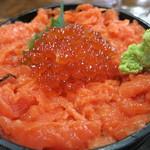 まるよ - 料理写真:トロサーモンとイクラ丼(鮭の親子丼)