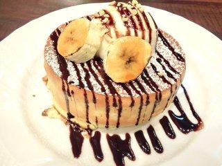 星乃珈琲店 六本木店 - チョコバナナのスフレパンケーキのバニラアイス添え 750円