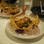 赤坂 四川飯店 - 新昌牡蠣と柿の赤唐辛子炒めです。