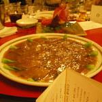 赤坂 四川飯店 - フカヒレの姿煮~黒トリュフ入り伝統の醤油味~です。