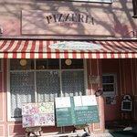 ペルファボーレ - お店の概観です。見た感じは何だか喫茶店のようですね。