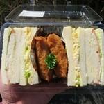 ベーカリーアミー - 料理写真:イナリサンド¥300(玉子サンド、ポテサラサンド、稲荷寿司)