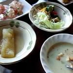 22845935 - ハーフブッフェスタイルのメニュー。サラダ、スープ、冬瓜の煮物、カルパッチョ。