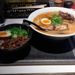 まるげん - 海老豚骨ラーメン+叉焼丼