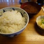 浜の家 - ご飯とみそ汁(しじみ)