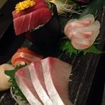 22854535 - 朝どれ鮮魚盛り合わせ小1980円あっぷ