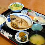 海菜魚 - 料理写真:煮魚御膳 刺身付き 980円
