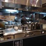 麺屋ろっきん - ピッカピカの厨房