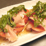 相撲茶屋佐田の海 - トマトの甘酢しょうがサラダ☆オリジナルメニュー♪すっぱいと見せかけてほんのり甘い!