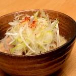 まるちょう - 店自慢のもつ煮。野菜を入れず、もつだけのうま味を味わえる。