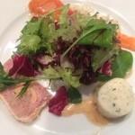 22861253 - 前菜とサラダ。ホタテのムース、スモークサーモン、豚肉のパテ。