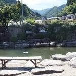 青木屋 - ここで釣った魚をその場で調理してもらえます。