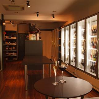ワインショップを併設しております。お好みのワインをご購入いただき、お持込いただくことも可能です!