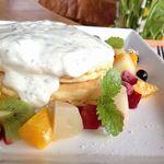 Cafe de Manma - フルーツパンケーキ(豆乳クリーム)
