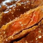 キッチン カトウ - かつめし(ビーフ) ビフカツは肉厚で断面がピンク色で素敵