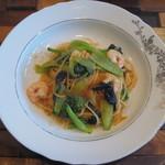 エノテカ エクウス - ランチセット(1000円)の小海老と2色の青梗菜のスパゲティ 炒めても活き活きした野菜が美味い。パスタの茹で加減、ソースも絶妙だった。