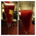 22868514 - 苺のカクテル・・メニューでは「スパークリングワイン」と書かれていますが、「シャンパン」が注がれました。シャーベットを崩しながら頂くと美味しいですよ。