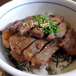 湾岸食堂 - 牛ロースステーキ丼ですお肉が2段!