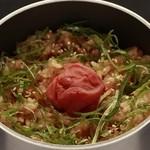 二パチ - 「梅しそ釜めし」もさっぱりとした味わいが人気