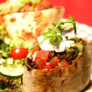 厳選した食材を仕入れ、持ち味を生かすよう、丁寧に調理する