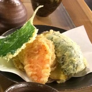 季節の野菜を天ぷらで。