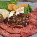美福苑 - Bセット(カルビ、ロース、レバー、焼き野菜、サンチュ)
