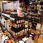 カーニバル - 豊富なワインは隣接している物販店から仕入れています☆ +980円で物販店からお好きなワインを選んで頂き、そのまま店内でお楽しみ頂けます。