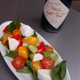 こだわりの新鮮食材でワインに合う料理をご提供しております!!