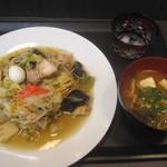 カナミィ - 料理写真:日替わりランチ500円/上記のメニューと別にバイキングあり