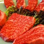 炭火焼肉 慶洲苑 - ロースにカルビにステーキ盛り合わせなど、人気メニューご用意してます!