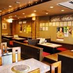 炭火焼肉 慶洲苑 - テーブル席とお座敷をご用意しております。