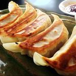 ちゃんぽん 大龍軒 - 料理写真:[もちもち食感が人気の]焼き餃子
