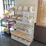 里の坊 - やない製麺の製品販売コーナー