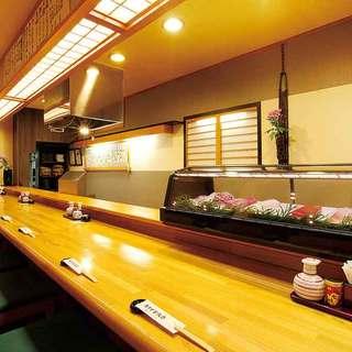 目の前で揚げた天ぷらをお召し上がりいただけるカウンター席