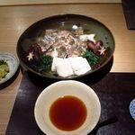 新屋敷 幸福論 - 2013/12 ディナー あこうの骨蒸し お出汁を楽しみ、身はポン酢、薬味を入れて楽しむ