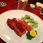 22880195 - コース。前菜3人前。焼き豚、生春巻き、トマト。