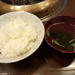 22883036 - まずはご飯とスープから。スープは味噌汁の容器に入っています。