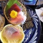 波の花 - ふぐ天ぷらと刺身御膳