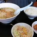 風味屋 - 台湾ラーメン定食(480円)で、麺は塩ラーメンに変更