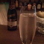 銀座 海老料理&和牛レストラン マダムシュリンプ東京 - スペイン産のスパークリングワイン(^^♪
