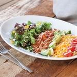 ワイアードキッチン - 定番のタコライスがPOWER UP!アボカド・コーン・トマトなど7種の素材をふんだんに使ったボリューム満点プレート