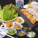ぶたや - 料理写真:定番サムギョプサル、野菜をいっぱい食べられるので胃にも優しい