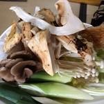 魚松 たぬき茶屋 - あばれ食いの松茸。 モンゴル産らしいです。