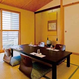 各種ご宴会・接待に最適な個室座敷を完備しております。