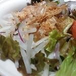 飯家ひさひさ - サラダには鹿児島らしく鰹節が。