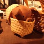 とん足 びーちゃん - 当店のマスコット!店内のキュートな飾り付けはどこか懐かしく、落ち着きますよ!