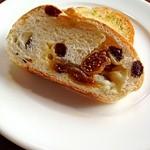 22893014 - ガーリックトーストといちじくのパン