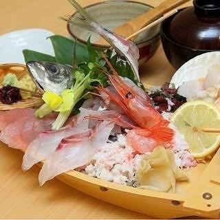地産地消に徹底的なこだわり。魚はもちろん野菜も地元産を優先し伝統の味を尊重する。