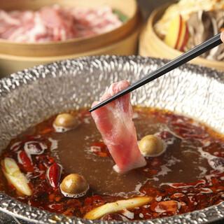 あくとり代官 鍋之進 - 薬膳しゃぶ辛鍋は体の芯からぽかぽかに