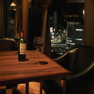 夜景が見える窓際席や重厚感のあるセレブな半個室を完備